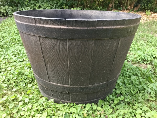 "Resin planter barrel,light weight .W:22""xL:15"""