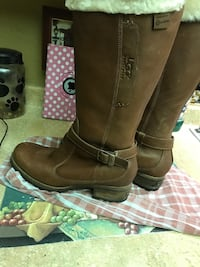 Very nice Lady's UGGS BOOTS.