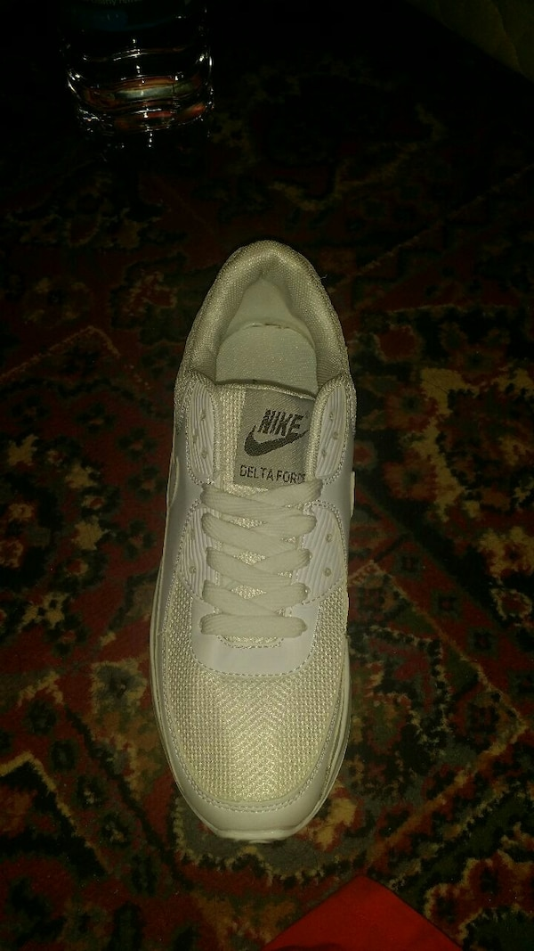 6e18d8dc7045 Used Nike white shoes 8.5 size for sale in Bradford - letgo
