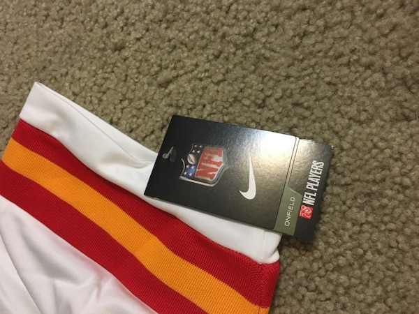 f5b72417a Used New Kareem Hunt chiefs jersey large for sale in Springfield - letgo