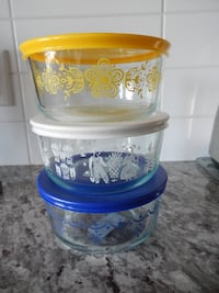 (x3) Never Used 4 cup Pyrex containers  Morinville
