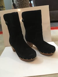 Pair of black suede boots Kelowna, V1X 3P9