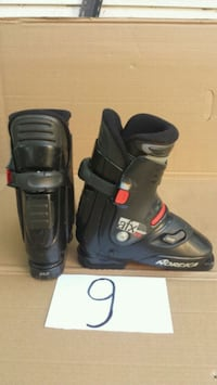 pair of black snowboard boots Laval, H7W 3C5