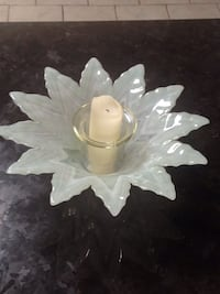 Milk glass centre piece London, N6K 2R5