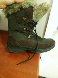 pair of brown suede boots size 9 Hamilton