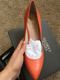 Pair of orange leather pointed-toe pumps Fairfax, 22033