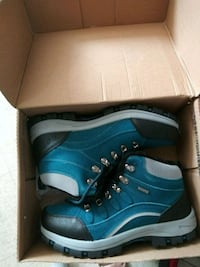 pair of blue-and-white sneakers Oxnard, 93030