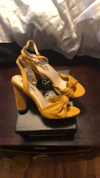 Pair of mustard colored open-toe heels Damascus, 20872