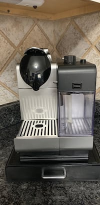 Nespresso delonghi with frother  Aurora, 80017