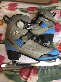 Women's/Girl's Hockey/Figure Skates Victoria, V8N 4S4
