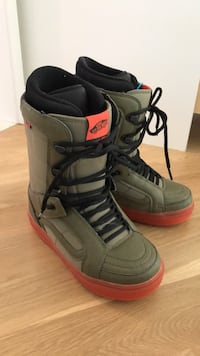 Snowboard boots - never used