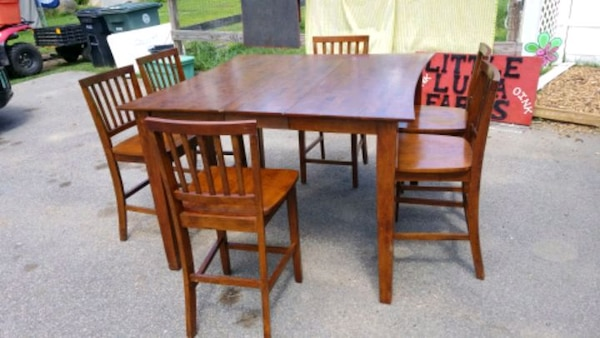 Pub Style Table With 6 High Back Chairs