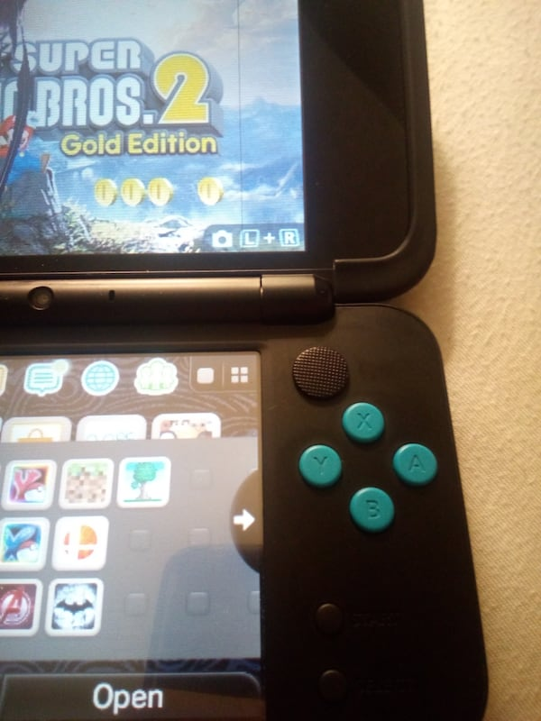 NEGOTIABLE!!!Slightly Crack 2DS XL Console with 16 Games and PSP nub a2459a9c-5c25-4c29-a7e4-ed627a120aef