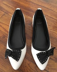 Cute Simply Vera Black & White Bow detail Flats, XS 7 med Los Angeles, 90029