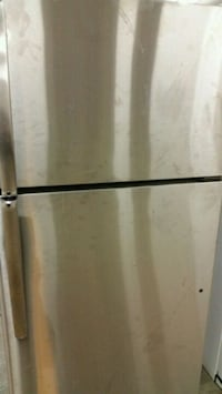 Stainless refrigerator top freezer like new  Alexandria, 22312