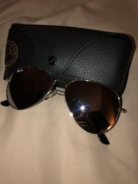 Black ray-ban clubmaster sunglasses with case Hamilton, L0R 7P6