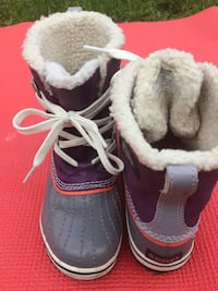 Girls Snow Boots size 2 Toronto, M6N 2S1