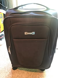 Kenneth Cole reaction carryon spinner bag/luggage Mc Lean, 22101