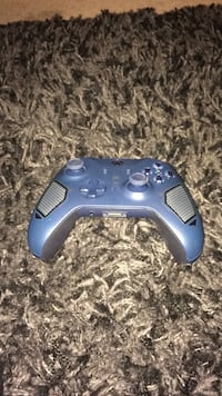 blue and black game controller Seymour, 37865