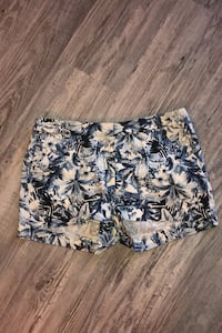 H&M printed shorts size S.