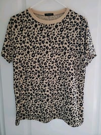 Ladies Leopard fashion tshirt large Brampton, L6V 4S1