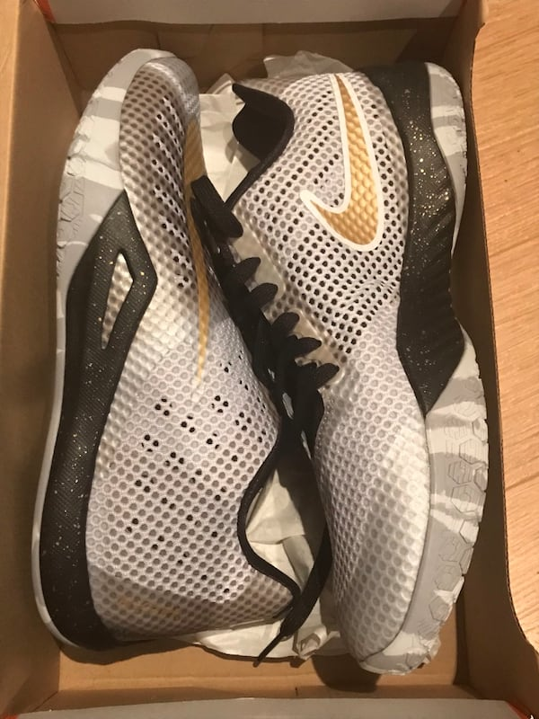 Nike Hyperlive Active Runners d5d974ad-918d-41bd-8481-c178639f5684