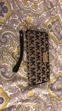Michael Kors wallet - barely used College Park, 20742