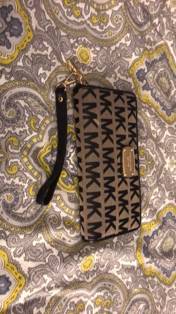 Michael Kors wallet - barely used 92e8b6ad-8d20-4090-a628-dc14d0bc9397