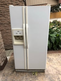 white side-by-side refrigerator with dispenser Toronto, M5N