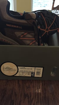 Pair of brown-and-black merrell madison leather hiking shoes in box Oshawa, L1H 3Y7