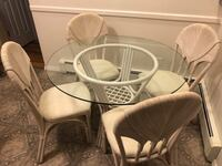 KITCHEN TABLE & 4 CHAIRS $200  Mesa de cocina y 4 sillas Bay Shore, NY, USA