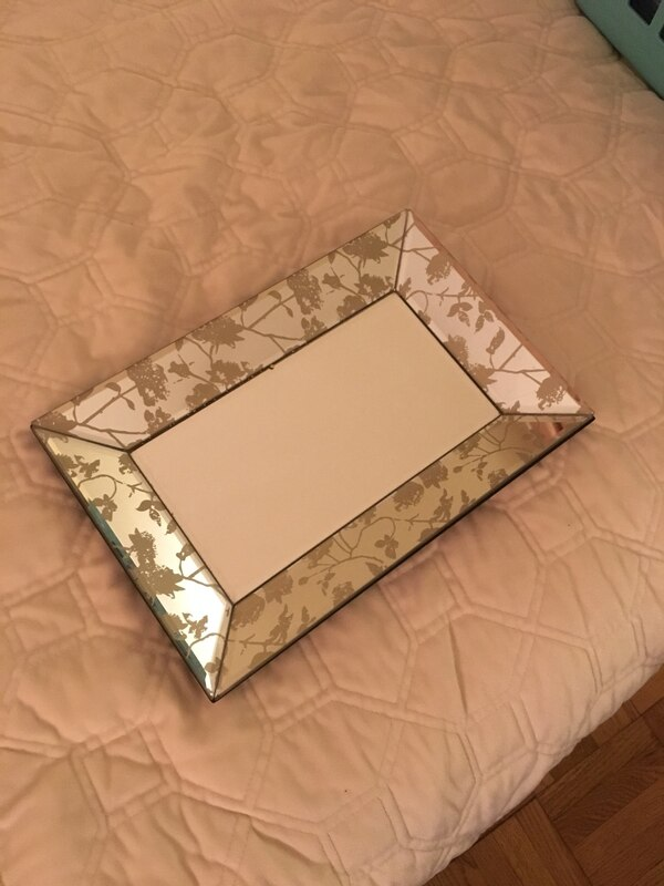 Mirror tray with off white flower tray
