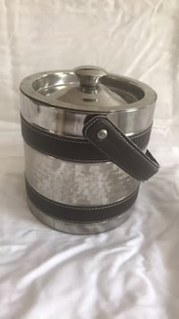 Ice bucket with leather handles and details