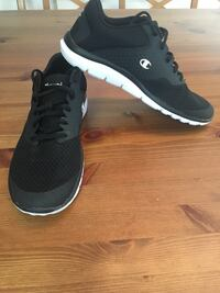 pair of black-and-white sneakers Pickering, L1V 1H3