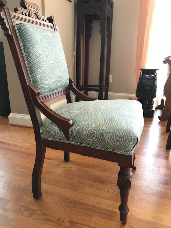 Antique Side Chairs (4) 2db32006-3186-4529-acf6-73e336129579
