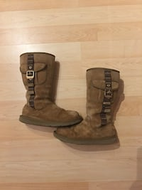 Limited edition authentic UGG boot (sz 9) 3161 km