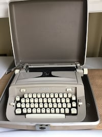 Vintage Manual Royal typewriter model  890