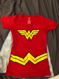 Medium Wonder Woman T-shirt with Velcro cape Toronto, M5T 1L8