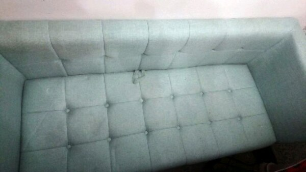 Tufted couch 3f2d3f24-3ff4-45a4-a722-832b8a3c267b