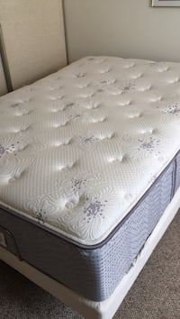 White and gray floral mattress Traverse City, 49686