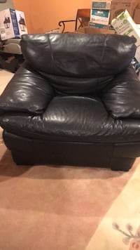 Black leather tufted sofa chair Baltimore, 21209