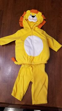 yellow Lion hooded jacket and pants set Bakersfield, 93314