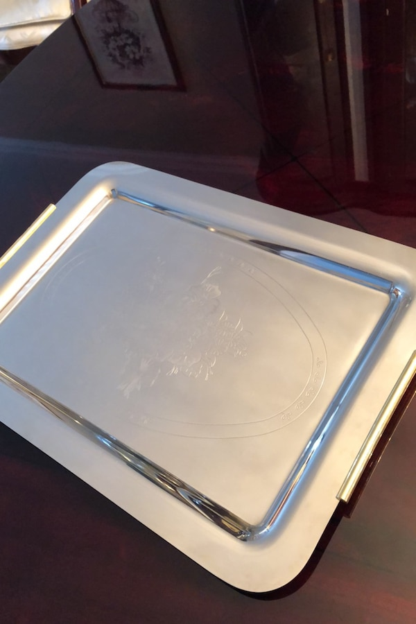 Stainless steel tray with gold handles 02a2de79-dee8-4cdc-84f8-c56ad29124f5