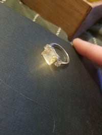 Beautiful Amber and Cz ring size 8 Surrey, V4N 0J2