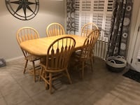 Wooden table with five Windsor chairs and a extension leafdining set San Antonio, 78234
