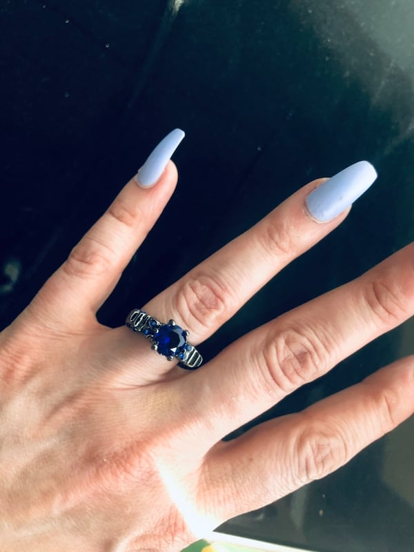 Ladies size 6/7 skull ring with blue cubic zirconia ! New!! fd225dcd-94f1-4fa8-8545-6c3000e2a16c