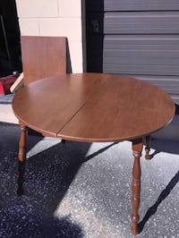 round brown wooden coffee table Middleburg, 32068
