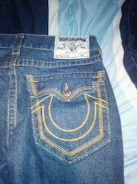 True realign jeans size 32 and fits big 506 km