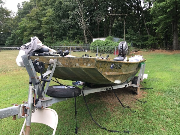 Used 14' Extra wide flat bottom Jon boat for sale in Forest - letgo