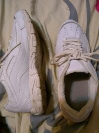 White (no brand) tennis shoes size 9